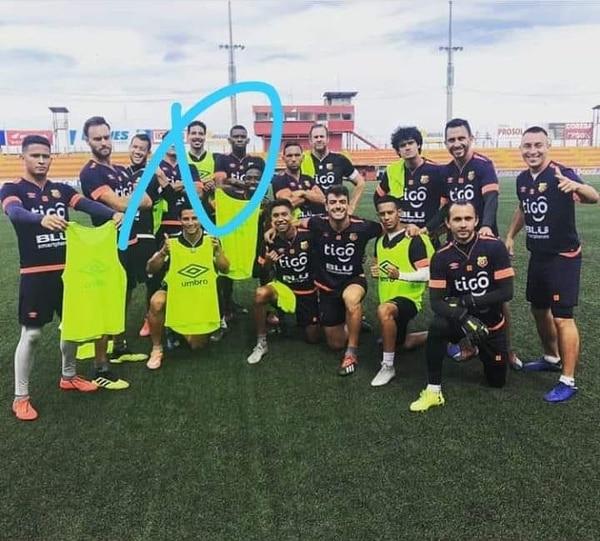 Esta fotografía del portero Esteban Alvarado, junto al resto del plantel del Herediano, entrenando en el estadio Rosabal Cordero circuló la semana pasada en redes sociales.