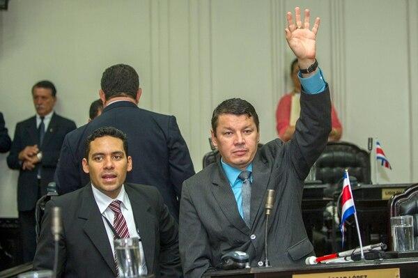 Diputados de Jurídicos aseguran que ni Óscar López, del PASE, ni sus asesores (uno de ellos en foto) van a ese foro legislativo. | JOSÉ CORDERO.
