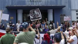 Antivacunas invadieron el Ministerio de Salud con 'violencia e insultos'