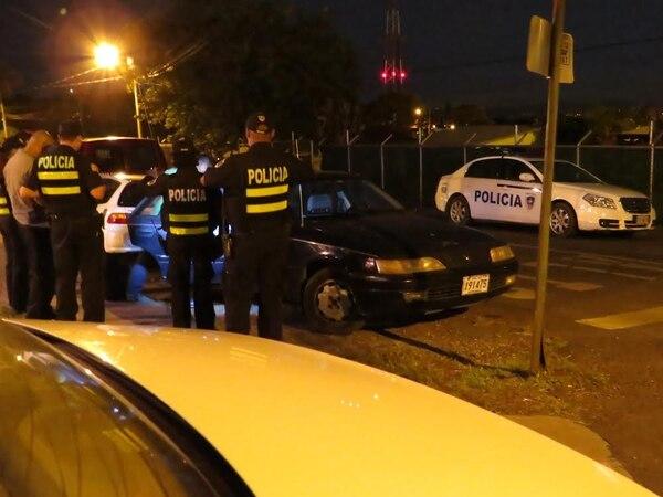 Poco después de las 10 p. m. fue la captura de los tres ocupantes de este vehículo, que quedaron a la orden de la Fiscalía.