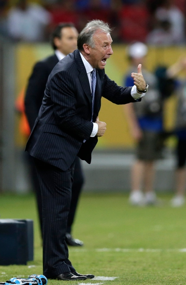 Alberto Zaccheroni es el sexto técnico extranjero al mando de Japón y el primer italiano. Fue nombrado en el cargo el 30 de agosto del 2010.   AP