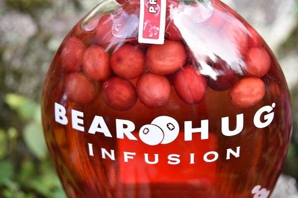 El uso de fruta natural es una de las principales características de los licores de Bear Hug Infusion.