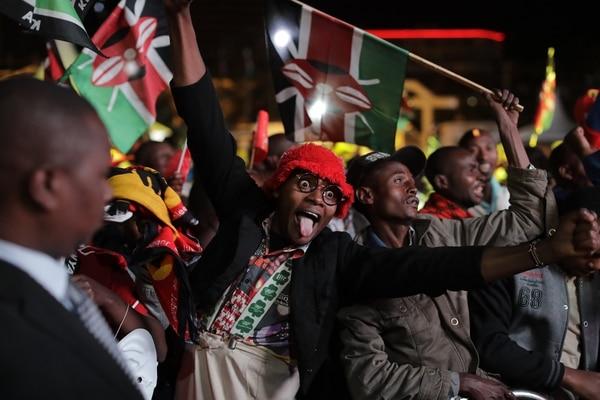 Simpatizantes del presidente Uhuru Kenyatta festejaban -el viernes 11 de agosto del 2017- en Nairobi la victoria de su candidato.