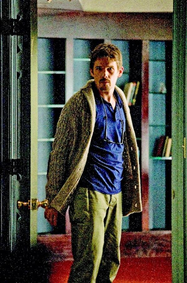El actor Ethan Hawke interpreta a un novelista. Romaly para LN.Escritor.