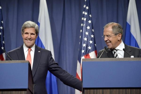 El secretario de Estado estadounidense, John Kerry, y el canciller ruso, Serguei Lavrov, acordaron ayer en Ginebra exigirle al gobierno sirio que entregue sus armas químicas. | EFE
