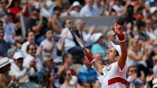 El apoyo del serbio Novak Djokovic a la selección de Croacia provocó críticas en el país del tenista. Foto: Christophe Ena, AP