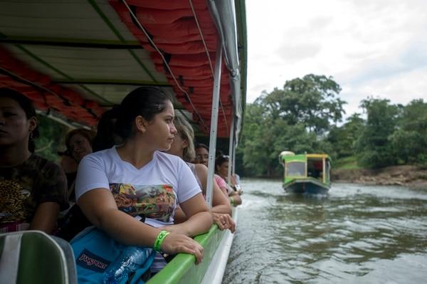 Karla Mendoza, estudiante de Biología, vino desde Panamá a participar en el I Simposio Internacional de Herpetología, organizado por Selva Verde Lodge en Sarapiquí. Luis Navarro