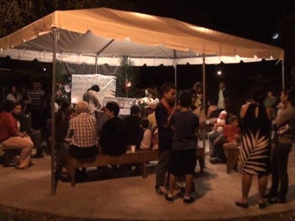 Anoche velaron al fallecido en barrio Las Américas y este martes fue el funeral. El caso está en investigación.