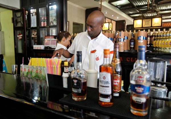 Después de haber ganado el litigio para registrar la marca Havana Club en EE.UU., esta empresa aspira a que su ron sea el primer producto cubano que se venda en el país norteamericano cuando se levante el embargo, un mercado con enorme potencial que copa casi la mitad de ventas mundiales de ron premium.