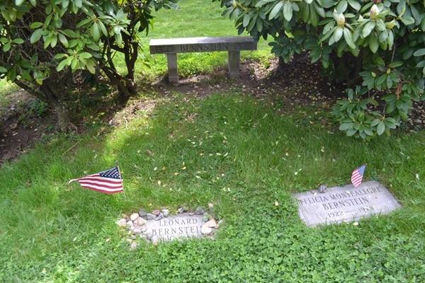 La tumba de Felicia Montealegre se encuentra en el Cementerio Greenwood, en Nueva York. Junto a su lápida se encuentra la de Leonard Bernstein. Foto: Find a Grave.