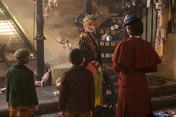 Meryl Streep interpreta a Topsy, la excéntrica prima de Mary Poppins. Fotografía: Disney para LN.
