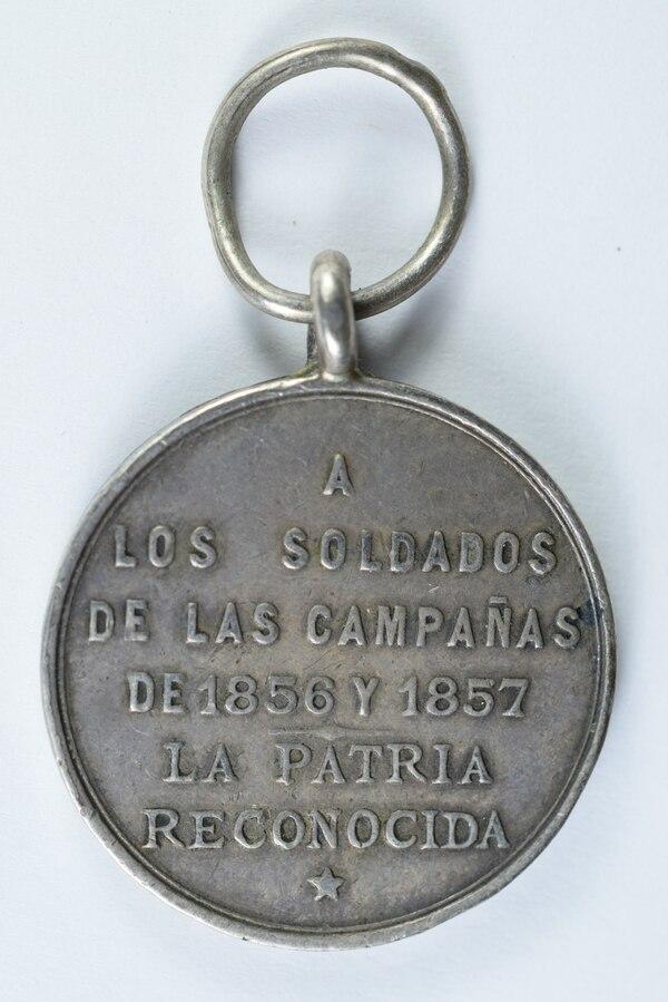 Este es el reverso de la condecoración que se entregó el 15 de setiembre de 1895. Foto: Cortesía Museos del Banco Central.