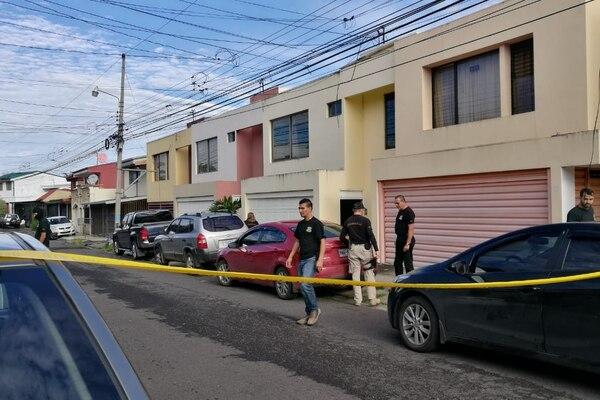 17/08/2018. Los agentes judiciales allanaron la casa del hermano de Paola Mora en el residencial Danza del Sol en Curridabat. Foto: Cortesía