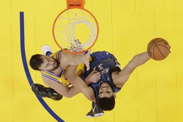 Los Warriors perdieron 124-117 ante los Timberwolves y ahora deben ganar los cuatro juegos que le restan para superar a los Bulls.