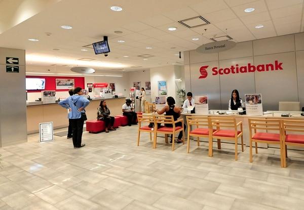 Scotiabank contaba, hasta julio pasado, con 1.733 empleados según el reporte de Sugef. Foto: John Durán.