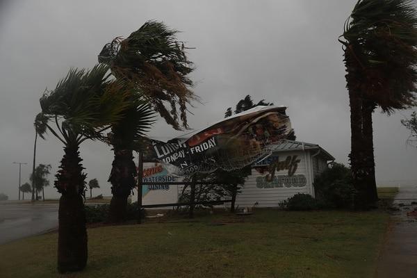 Harvey tiene vientos sostenidos de 215 kilómetros por hora.
