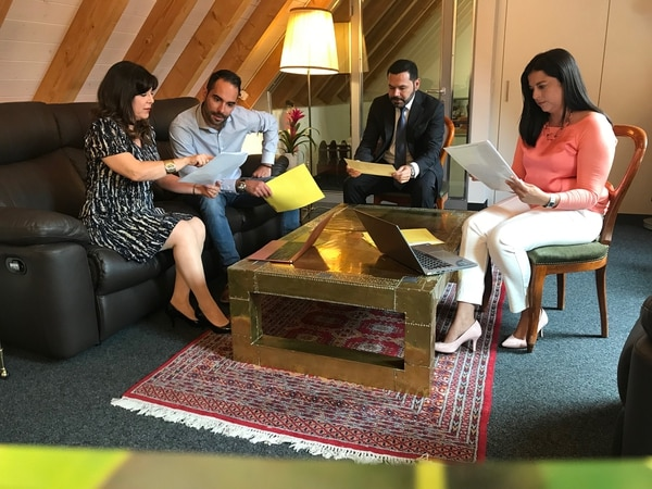 El proceso para la carbono neutralidad fue liderado por el embajador Rubén Salas Pereira quien contó con el apoyo de un equipo compuesto por distintos profesionales. Foto: cortesía Embajada de Costa Rica en Suiza.