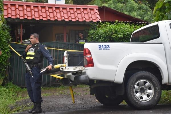 La propiedad en Orotina donde ocurrió el triple crimen este lunes, fue adquirida por la familia Valverde en el año 2015, según datos del Registro Público. Foto Jorge Umaña
