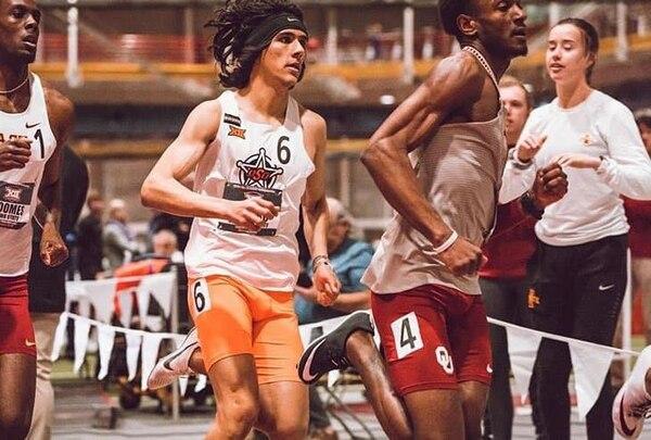 El atleta Juan Diego Castro (6) fue uno de los mejores atletas de la universidad de Oklahoma State, en la temporada bajo techo. Cortesía