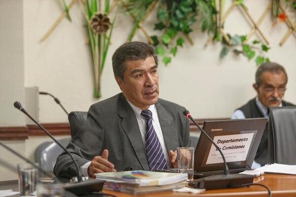 Daniel Muñoz Corea, esta tarde en su comparecencia ante la Comisión de Control de Ingreso y Gasto Público.