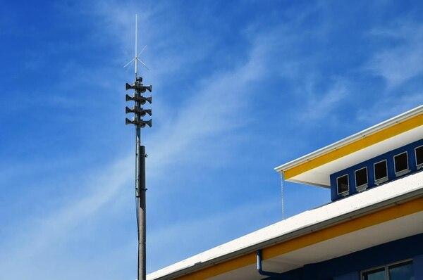 Las tres torres permitirán llevar los mensajes de alerta a los porteños que viven en la lengüeta ubicada entre el estero y la playa.