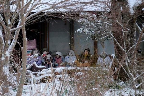 Estos otros muñecos están ubicados en una casa de la aldea.( Kazuhiro NOGI / AFP)