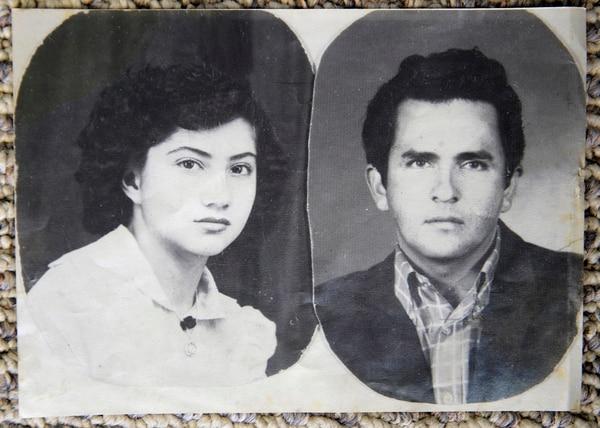 Ligia Mora y Álvaro Arce se casaron a los 21 años.