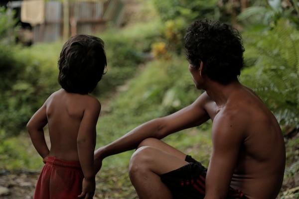 Sacar oro es una tradición familiar. En medio de la selva, los oreros crian a sus familias. | BETTA FILMS PARA LN
