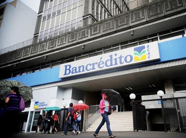 Bancrédito tiene actualmente 763 trabajadores. Una de las opciones para sanear las finanzas del banco, discutida el año pasado por la Directiva, fue la salida de 200 empleados. La institución requiere ¢6.000 millones del Gobierno para aplicar dicha movilidad laboral. | MARCELA BERTOZZI/ARCHIVO
