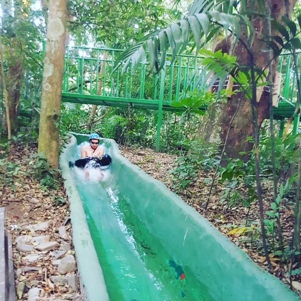 El tobogán de agua sin duda es una atracción llena de adrenalina.