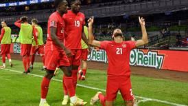 Canadá sorprende a México en el Estadio Azteca
