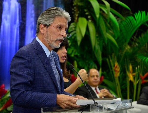 Mauricio Ventura, ministro de Turismo, anunció una revisión de los incentivos salariales en el ICT. En abril anterior, Ventura participó en la inauguración del vuelo directo entre Londres y San José por parte de British Airways.