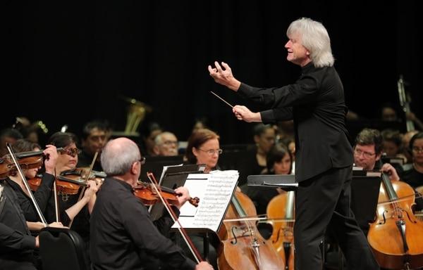 Carl St Clair dirigióe, el año pasado, el final de temporada oficial de la Orquesta Sinfónica Nacional. Fotografía: Jeffrey Zamora