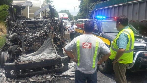 El paso entre Caldera y El Roble de Puntarenas se cerró durante casi una hora, debido al incendio en el camión de Meco.