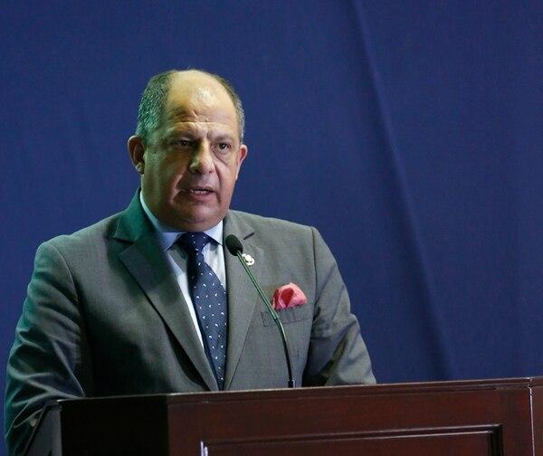 El presidente de la República, Luis Guillermo Solís, reafirmó su compromiso con el sector municipal, y criticó la posición de los alcaldes que ya no quieren el 10% de los ingresos del Ejecutivo. | CREDITO FOTOGRAFO