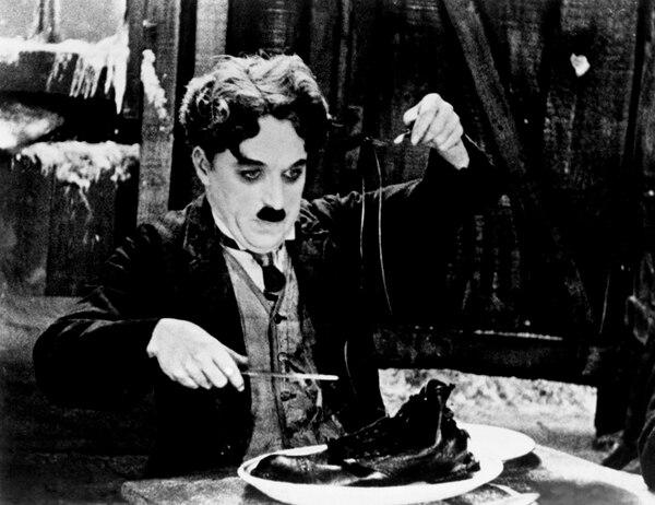 Charles Chaplin es un ícono del cine blanco y negro. Sus cintas estuvieron siempre llenas de buen humor y comedia. | ARCHIVO