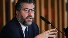 Canciller de Brasil renuncia entre críticas por falta de vacunas