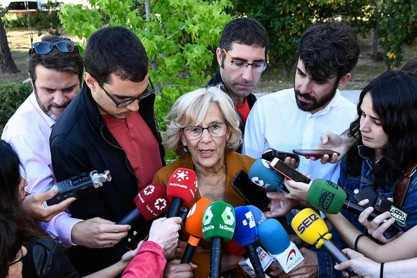 Manuela Carmena, alcaldesa de Madrid, habló con la prensa, el domingo 26 de mayo del 2019, después de emitir su voto.