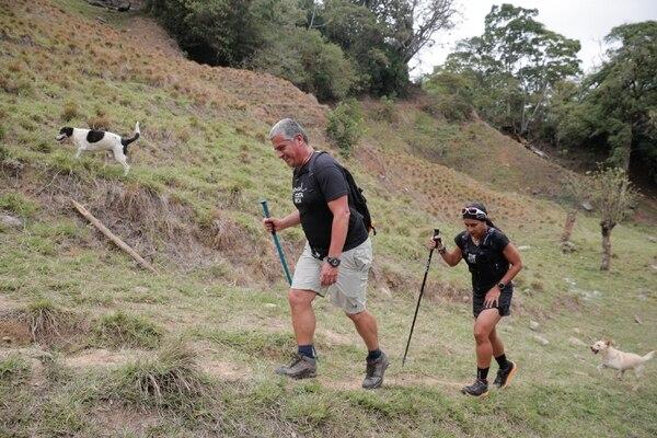 Los entrenamientos, previos a escalar el Everest, incluirán cumbres como el Aconcagua, en Argentina. Su primera práctica, por su parte, fue en un cerro de Escazú. Foto Jeffrey Zamora