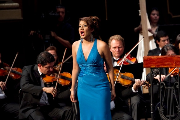 Talento nacional. Sofía Corrales será una de las cantantes que participarán este año en la ópera Nabucco. Archivo/Gesline Anrango