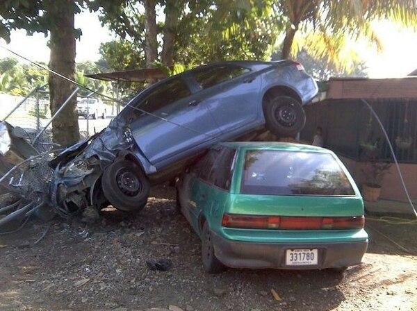 Al conductor se le trabó la dirección y se salíó de vía. | JORGE UMAÑA.