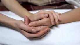 Ley crearía 'testamento vital' para definir voluntad sobre intervenciones médicas