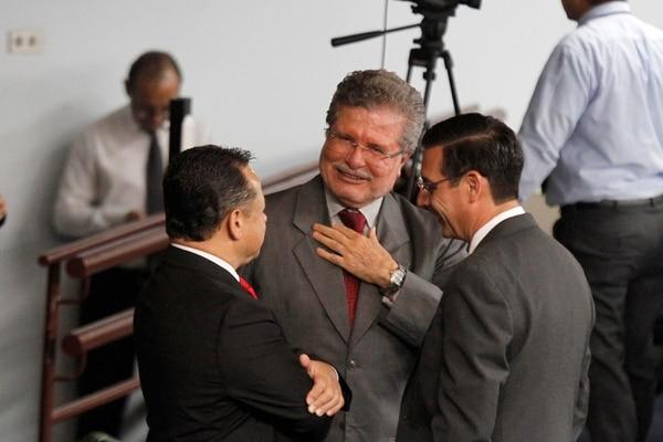 La sesión de los magistrados de este martes duró cinco horas. Fernando Cruz (en el centro), presidente de la Corte Suprema de Justicia, ironizó diciendo que ahora es el Poder Judicial el responsable de resolver la pobreza del país. Foto: Gesline Arango.