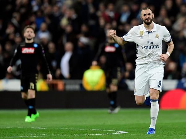 Karim Benzema celebra su empate ante el Napoli.