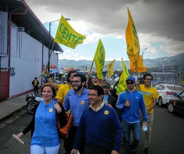 Diana Posada llevó a la vicealcaldía de Montes de Oca bajo la bandera de Gente Montes de Oca, una coalición entre los partidos Acciones Ciudadana (PAC) y Frente Amplio. Junto a ella, aparece el alcalde de ese ayuntamiento, Marcel Soler, y el segundo vicealcalde, José Rafael Quesada.