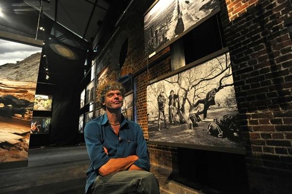 Kadir van Lohuizen es un fotoperiodista reconocido con dos premios World Press Photo y otros galardones por sus imágenes viajeras de guerras, migraciones y ambiente. Albert Marín.