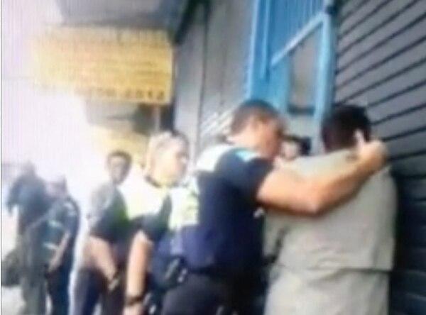 Graban a Policías Municipales mientras agreden a ciudadano en San José