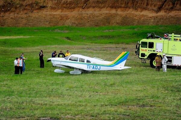 El piloto tuvo que aterrizar en la zona verde, cerca de la pista del Tobías Bolaños,