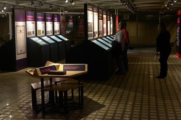 Exhibición de los Museos del Banco Central hace un recorrido por 229 años de historia de los billetes de Costa Rica y el desarrollo de la banca en el país. Foto: Jose Díaz/Agencia Ojo por Ojo