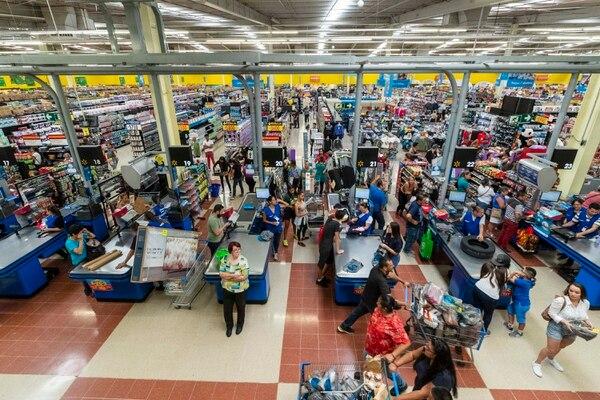 01/11/2019, San José, San Sebastian. Los puestos que ofrecen Walmart son para trabajar en áreas como cajas, abarrotes, frescos y perecederos, entre otros. Fotografía José Cordero.